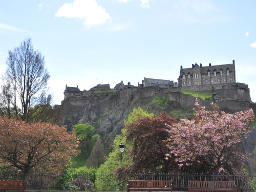 View of edinburgh castle with princes street gardens in foreground   credit marketing edinburgh festival listing