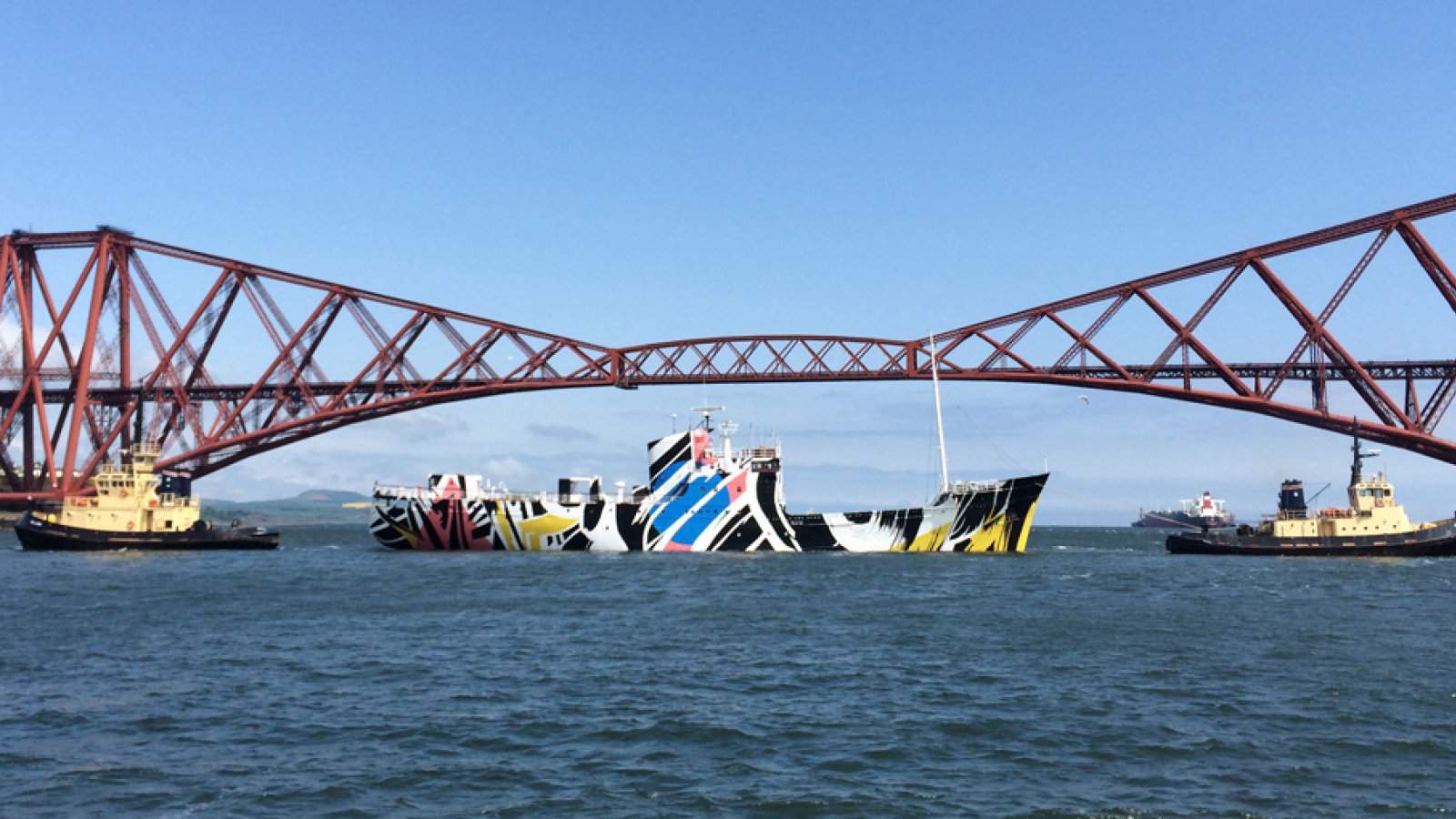 Dazzle Ship Forth Bridge 975x510