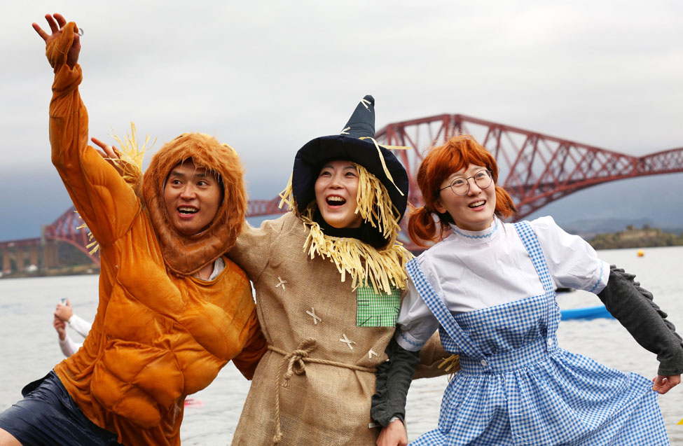 Edinburghs Hogmanay Loony Dook David Cheskin 3