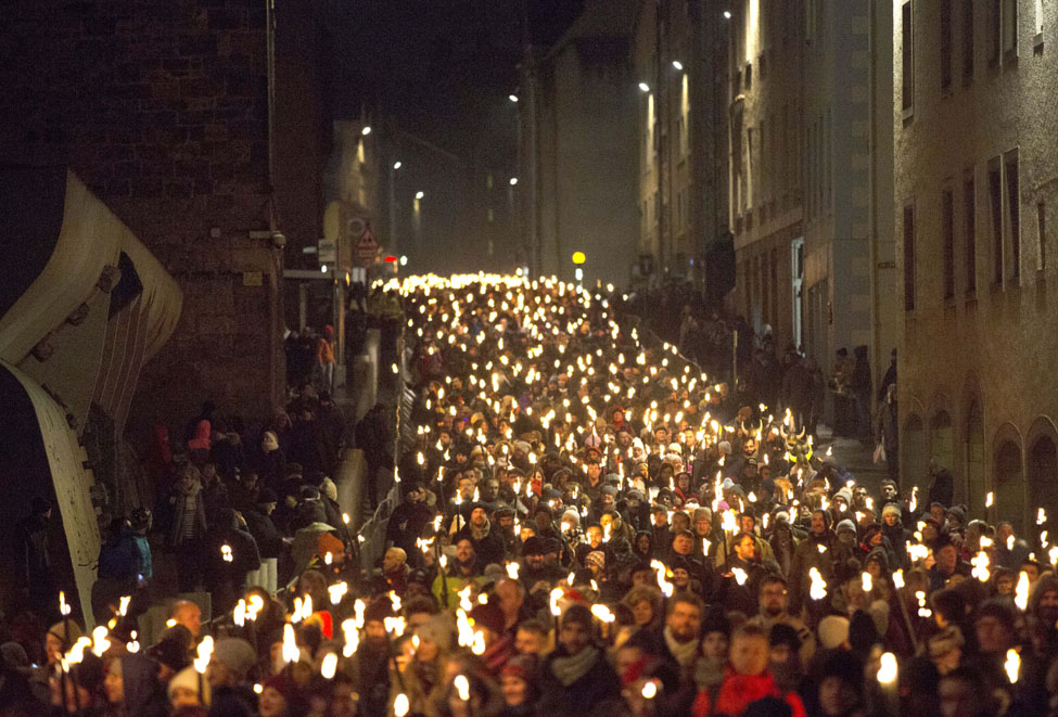 Edinburghs Hogmanay Torchlight Procession photo David Cheskin 7